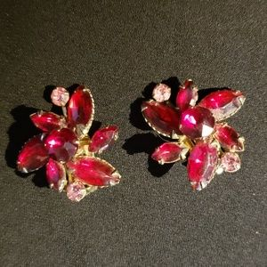 Jewelry - True Vintage Clip-on Earrings